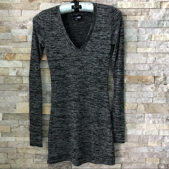 Aritzia Dresses & Skirts - Aritzia Wilfred Free long sleeve V neck mini dress
